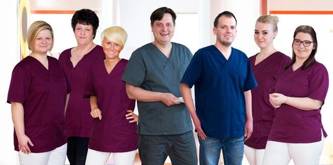 Das Team von Zahnarzt Dr. Badziong in Dortmund
